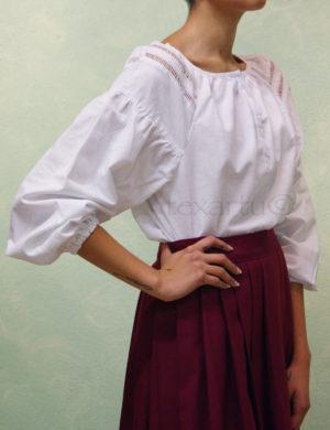 Blusa modelo Betoño